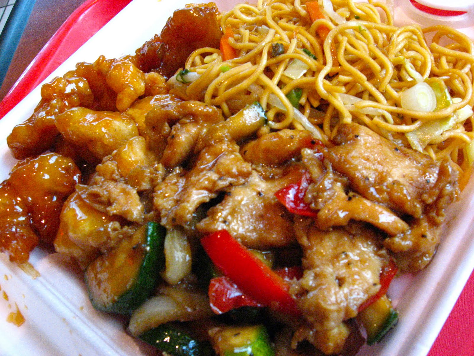 my short guide to cheapo mall of america food dates jeni eats i ordered mango chicken black pepper chicken and stir fried noodles
